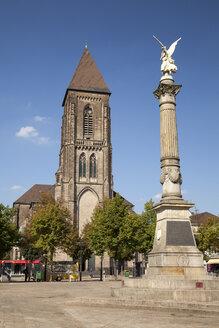 Germany, North Rhine-Westphalia, Oberhausen, Altmarkt, Church of the Sacred Heart, Angel of peace, victory column - WI000392