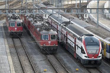 Switzerland, Zurich, electric locomotives at siding - EL000900