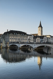 Switzerland, Zurich, view to bridge, St. Peter's church, houses and Limmat River - ELF000894