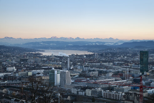 Switzerland, Zurich, view to city with Zurichsee in front of the Swiss Alp - ELF000890