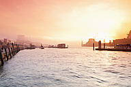 Germany, Hamburg, St. Pauli, Elbe river, harbour in the morning - MSF003400