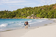 Seychelles, Praslin, tourists at beach Anse Lazio - WE000018