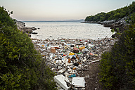 Croatia, Brac, Sumartin, Rubbish in a bay - DISF000602