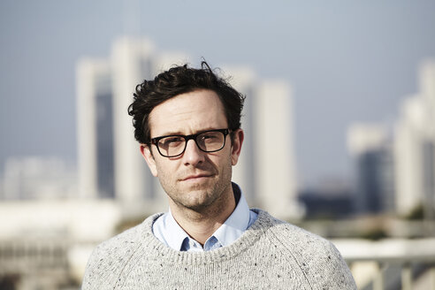 Portrait of man wearing glasses - FMK000976