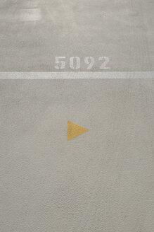 Germany, North Rhine-Westphalia, Duesseldorf, detail of parking garage - VI000241