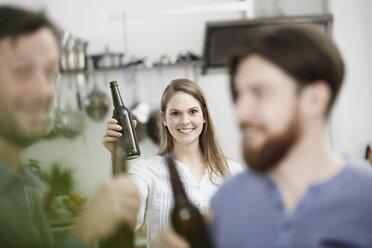 Friends in kitchen drinking beer - FMKF001002