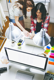 Two female fashion bloggers working in the office, elevated view - EBSF000042