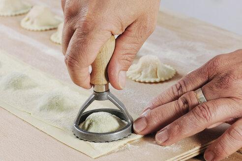 Producing homemade tortelloni, close-up - IPF000082