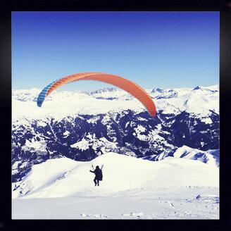Paraglider, Arosa, Grisons, Switzerland - DR000536