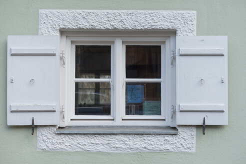 Window with shutters - HLF000422
