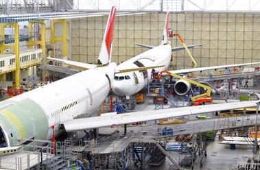 Airplane construction in a hangar - SCH000019