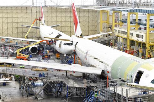 Airplane construction in a hangar - SCH000020