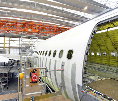 Airplane construction in a hangar - SCH000032