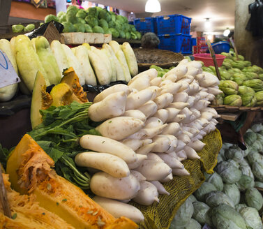 Mauritius, Port Louis, offer of vegetables at central market - DIS000606