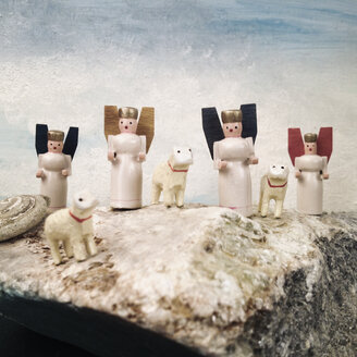 Angels and sheep, wooden figures on a stone - SEF000616