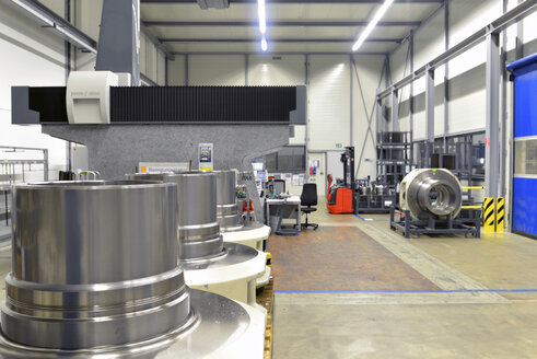 Germany, Production of wind tubines, gear components in production plant - SCH000112