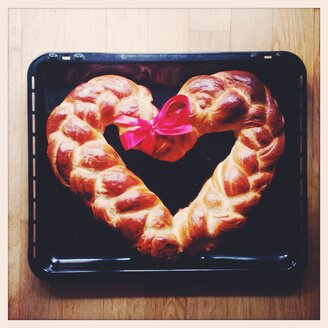 Bread plait, heart - GSF000775