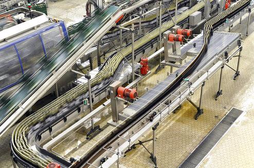 Germany, Bottling system in brewery - SCH000135