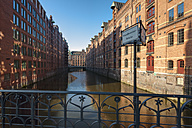 Germany, Hamburg, Speicherstadt, Wandbereiterbruecke at sunrise - RJF000019