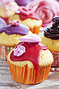 Decorated muffins in muffin papers - CSF020964