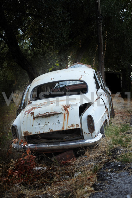 Greece, Corfu, Old rusty car - AJF000022