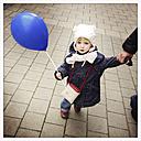 Little girl with balloon, Munich, Bavaria, Deustchland - GSF000779