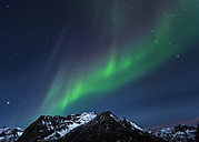 Norway, Lofoten, Polar lights (aurora borealis) on Gimsoy - STS000335