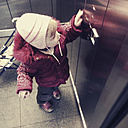 Little girl in the elevator - GS000791
