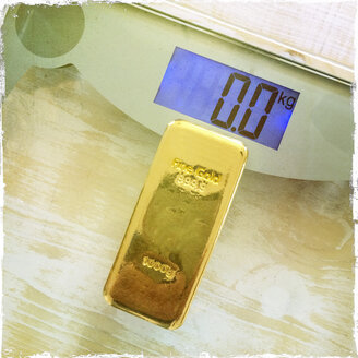 1 Kg gold on bathroom scales - DRF000552