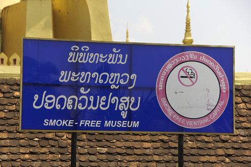 Laos, Vientiane, Pha That Luang, sign smoke free - SJ000098