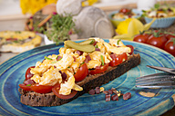 Scrambled eggs with ham cubes on protein bread with tomatos and Easter decoration - CSTF000151