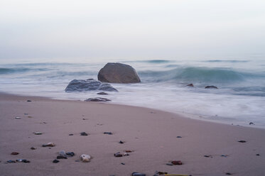 Germany, Mecklenburg-Western Pomerania, Ruegen, waterside with surf - MJF000926