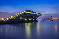 Germany, Hamburg, Dockland, office building in the evening - TI000034
