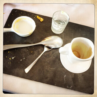 Empty dessert and coffee dishes in restaurant, Besancon, France - DHL000360