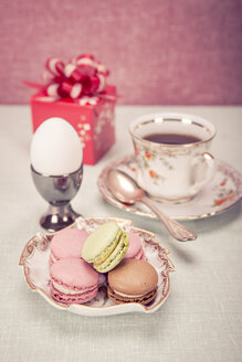 Easter installation with cup of coffee, egg, bowl of macarons and a gift - VTF000154