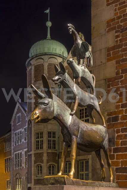 Germany, Bremen, Sculpture of the Bremen city minstrels - NKF000064 - Stefan Kunert/Westend61