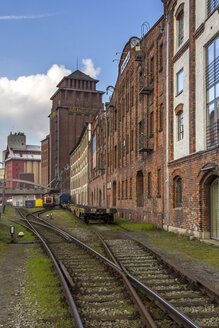 Germany, Bremen, Rail tracks in front of Flour factory - NK000069