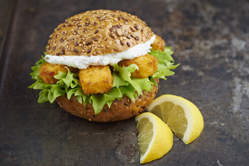 Burger with fish fingers and herb curd - ECF000452
