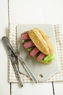Steak-Burger with beefsteak and salad on chopping board - ECF000454