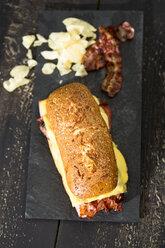 Ciabatta with cheese, ham, bacon and tomato - MAEF008162