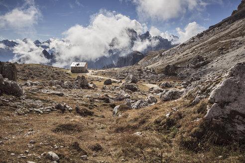 Italy, Dolomite Alps, mountain cabin at Tre Cime di Lavaredo - VTF000163