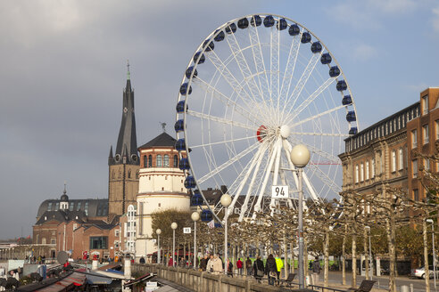 Germany, North Rhine-Westphalia, Duesseldorf, Promenade and Big Wheel, Castle Tower and Lambertus Church - WIF000476