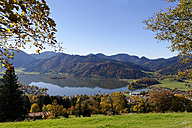 Germany, Bavaria, Lake and town Schliersee - LB000679