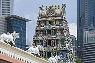 Singapore, view to Mariyamman temple in between skyscrapers - THA000129
