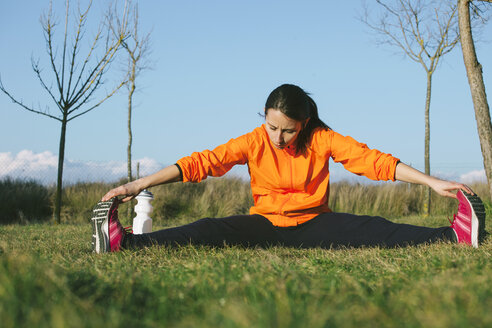 Young female jogger stretching - EBSF000113