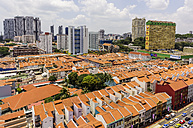 Singapore, Chinatown, view to old buildings in front of high-rise buildings, elevated view - THA000143