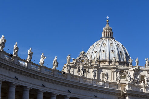 Italy, Rome, Figures of saints at St. Peter's Basilica - EJWF000364