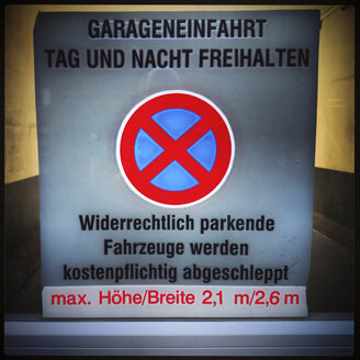 Sign driveway Keeping, Germany, North Rhine-Westphalia, Dortmund - HOHF000581