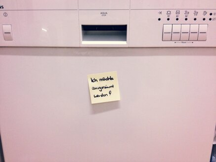 Dishwasher with Post it, Studio - RIMF000185