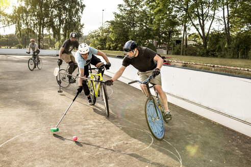 Germany, Hannover, Group of men playing bike polo - MUMF000071